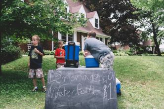 Lemonade Stand (photo by Little Village)